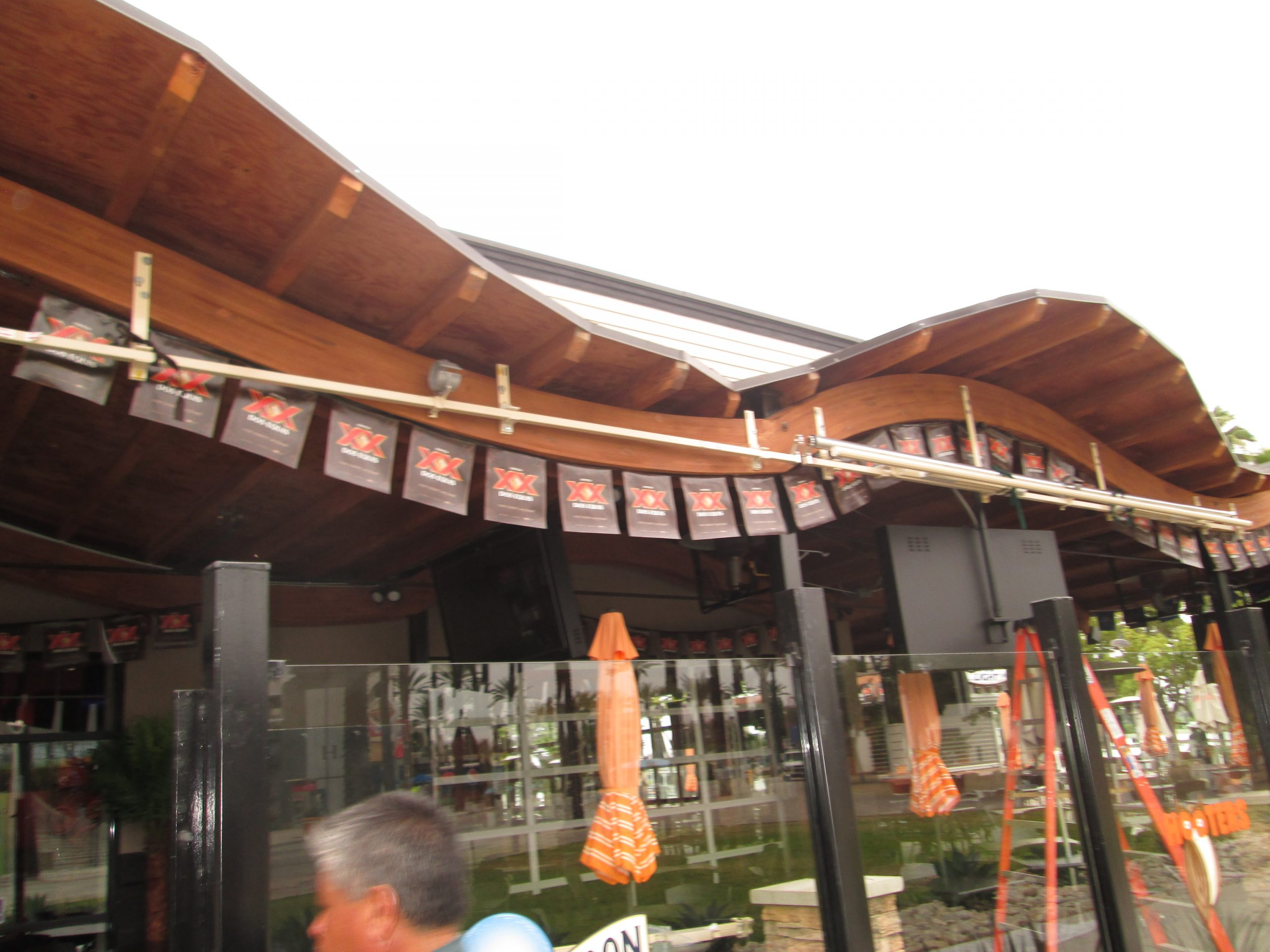 California Commercial Awnings Installed in Hooters_1