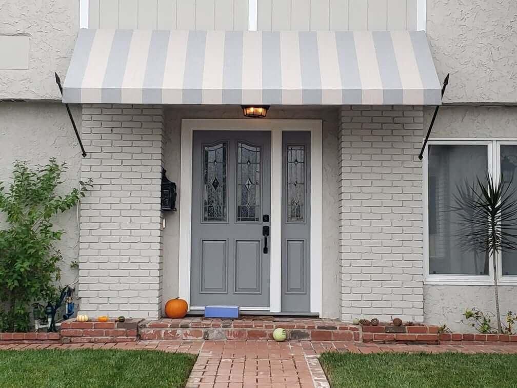 Retractable vs. Fixed Awnings